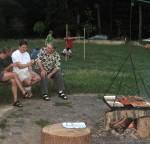 Fachgespräch am Feuer